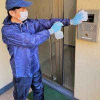除菌剤を使用しての拭き掃除