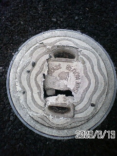 レジコン桝蓋の割れている画像